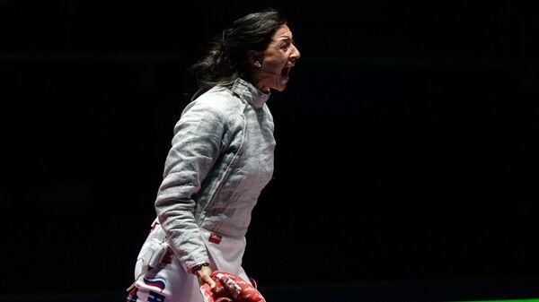 Яна Егорян (Россия) во время финального поединка командного первенства по фехтованию на саблях среди женщин против команды Украины на XXXI летних Олимпийских играх
