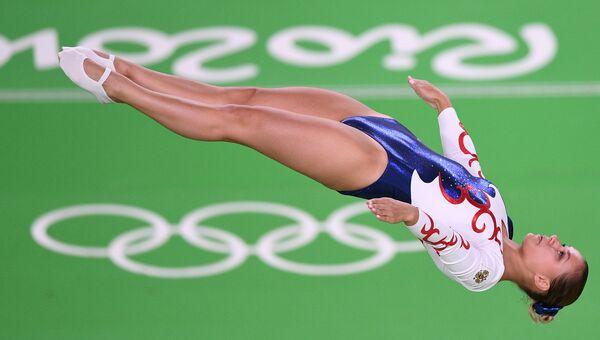 Соревнования по прыжкам на батуте. Архивное фото