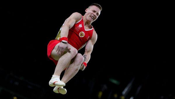 Российский гимнаст Денис Аблязин выполняет опорный прыжок на XXXI летних Олимпийских играх