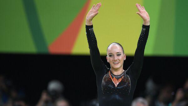 Санне Веверс (Нидерланды) после выполнения упражнений на бревне в финале соревнований по спортивной гимнастике на XXXI летних Олимпийских играх