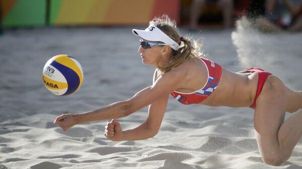 Екатерина Бирлова (Россия) во время турнира по пляжному волейболу на XXXI летних Олимпийских играх