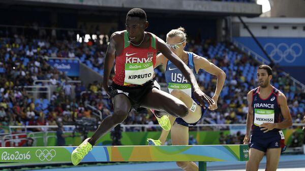 Кенийский бегун на средние дистанции Консеслус Кипруто принимает участие в соревнованиях во время Олимпийских игр в Рио-де-Жанейро. 17 августа 2016