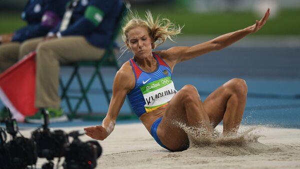 Дарья Клишина во время финальных соревнований по прыжкам в длину на легкоатлетическом турнире среди женщин на XXXI летних Олимпийских играх. 17 августа 2016