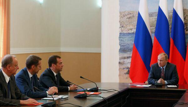 Владимир Путин проводит в Крыму совещание с постоянными членами Совета безопасности РФ. 19 августа 2016