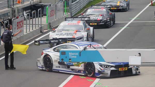 Машины на выезде с пит-лейна перед началом квалификации ко второй гонке российского этапа гоночной серии DTM