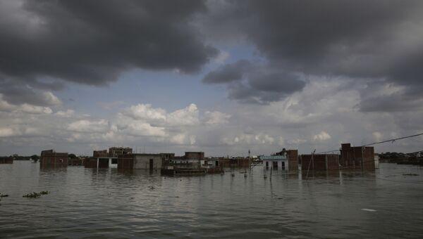 Затопленные дома в Аллахабаде, Индия