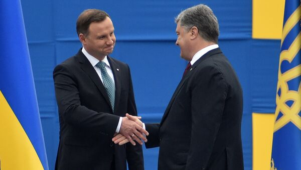 Президент Польши Анджей Дуда с президентом Украины Петром Порошенко во время парада в честь Дня Независимости Украины. 24 августа 2016