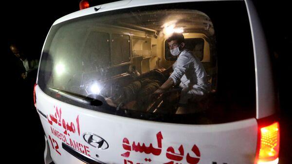 Скорая помощь на месте взрыва у американского университета в Кабуле