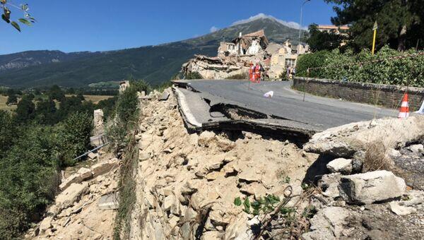Дорога в городе Аматриче, разрушенная в результате землетрясения