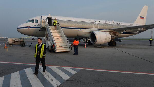 Аэробус А-320 авиакомпании Аэрофлот в международном аэропорту Толмачево в Новосибирске. Архивное фото