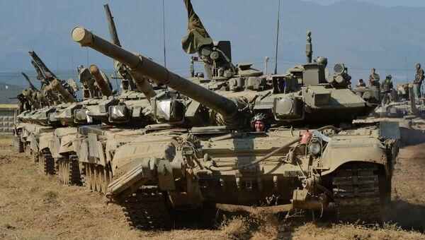 Танковый батальон выдвигается на полигон в Южном военном округе МО России. 25 августа 2016