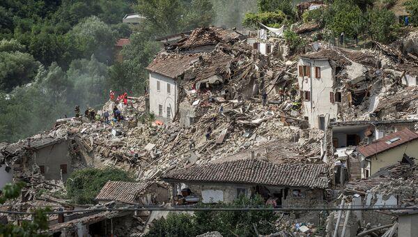 Разрушенные в результате землетрясения дома в итальянском городе Пескара-дель-Тронто. 24 августа 2016