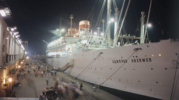 Пассажирский лайнер Адмирал Нахимов у причала Сочинского морского торгового порта