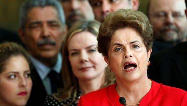 Речь Дилмы Роуссефф перед сторонниками после того, как сенат Бразилии принял решение о ее отставке