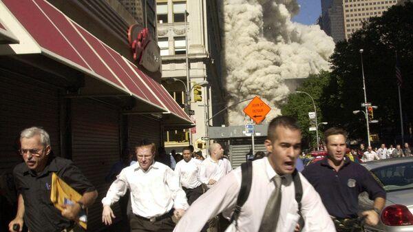 На месте теракта 11 сентября 2001 года в Нью-Йорке. Фотография Сьюзанн Планкет. Архивное фото