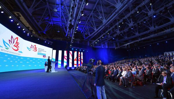 Президент РФ Владимир Путин выступает на пленарном заседании Открывая Дальний Восток в рамках Восточного экономического форума