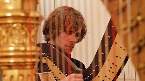 Арфист-виртуоз, композитор, солист группы Game of Tones Александр Болдачев