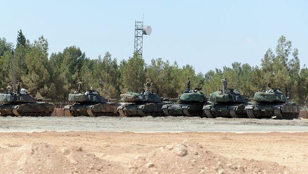 Турецкие танки около границы Сирии. Архивное фото