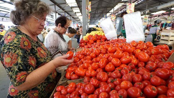 Продажа томатов. Архивное фото