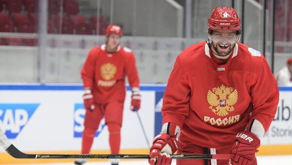 Игрок сборной России по хоккею Александр Овечкин во время тренировки. 5 сентября 2016