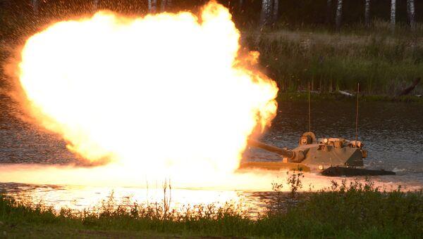 Самоходная артиллерийская установка с противотанковой пушкой Спрут-СД во время демонстрационного показа на полигоне Алабино на форуме АРМИЯ-2016