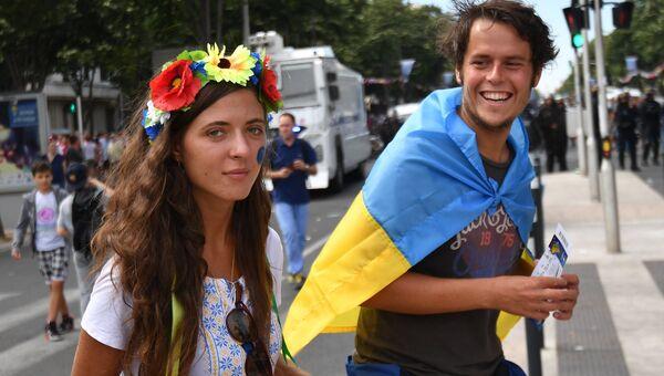Украинские болельщики перед матчем группового этапа чемпионата Европы по футболу - 2016 между сборными командами Украины и Польши