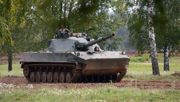 Самоходная артиллерийская установка с противотанковой пушкой Спрут-СД во время демонстрационного показа военной техники на Международном военно-техническом форуме АРМИЯ-2016
