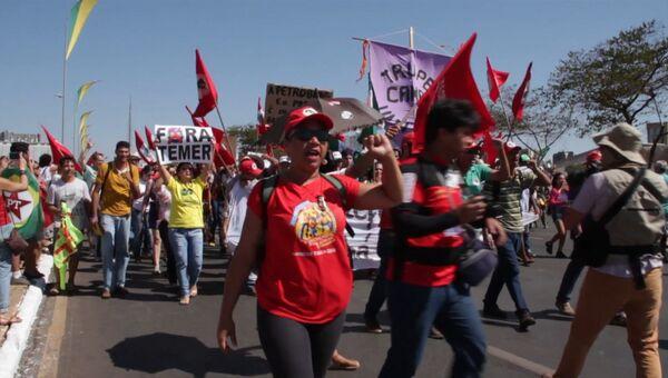 Тысячи сторонников Роусефф вышли на акции протеста в День независимости Бразилии