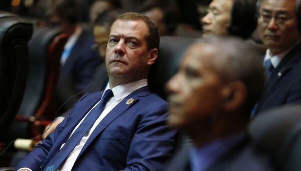 Председатель правительства РФ Дмитрий Медведев и президент США Барак Обама на заседании 11-го Восточноазиатского саммита. 8 сентября 2016