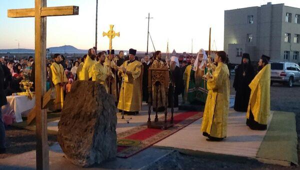 Патриарх Кирилл освятил закладной камень храма Святого Владимира в поселке Угольные Копи рядом с аэропортом Угольный