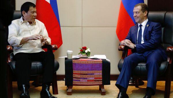 Председатель правительства РФ Дмитрий Медведев и президент Филиппин Родриго Дутерте во время встречи в Вьентьяне. 8 сентября 2016