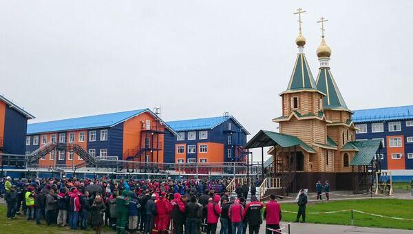 Освящение Троицкого храма в поселке Сабетта на Ямале