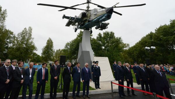 Открытие монумента Ка-50 Черная акула в рамках празднования 80-летия Арсеньевской авиационной компании Прогресс