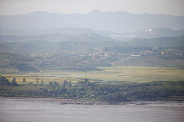 Вид на северную сторону демилитаризованной зоны между Южной и Северной Кореей
