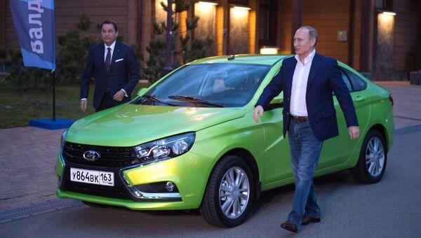 Президент России Владимир Путин прибыл к гостиничному комплексу Поляна.1389 на новой модели АвтоВАЗа Лада Веста