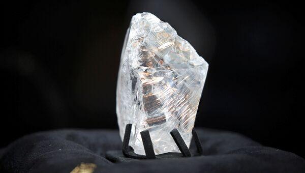 Необработанный алмаз весом в 813 карат, проданный за $63 миллиона