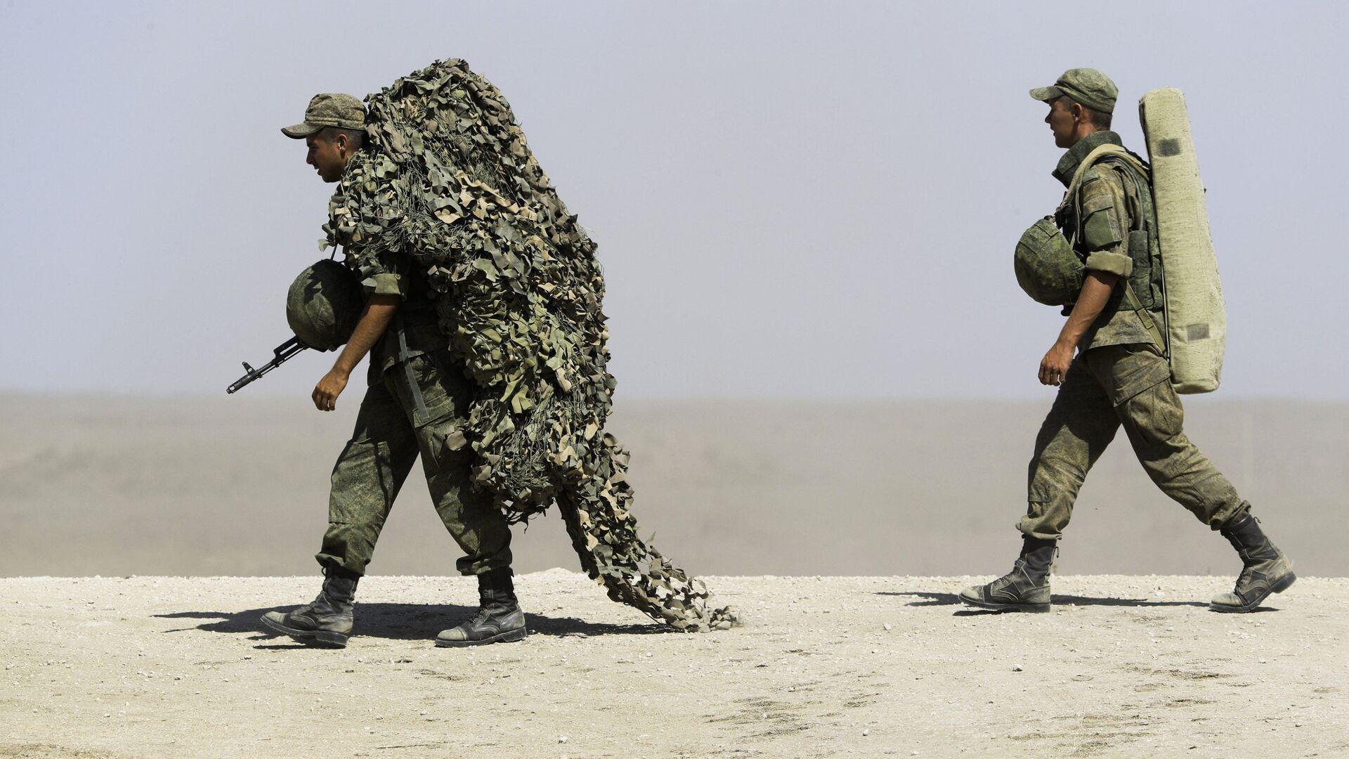 Российские военнослужащие во время военных учений на побережье Черного моря в Крыму - РИА Новости, 1920, 27.07.2021