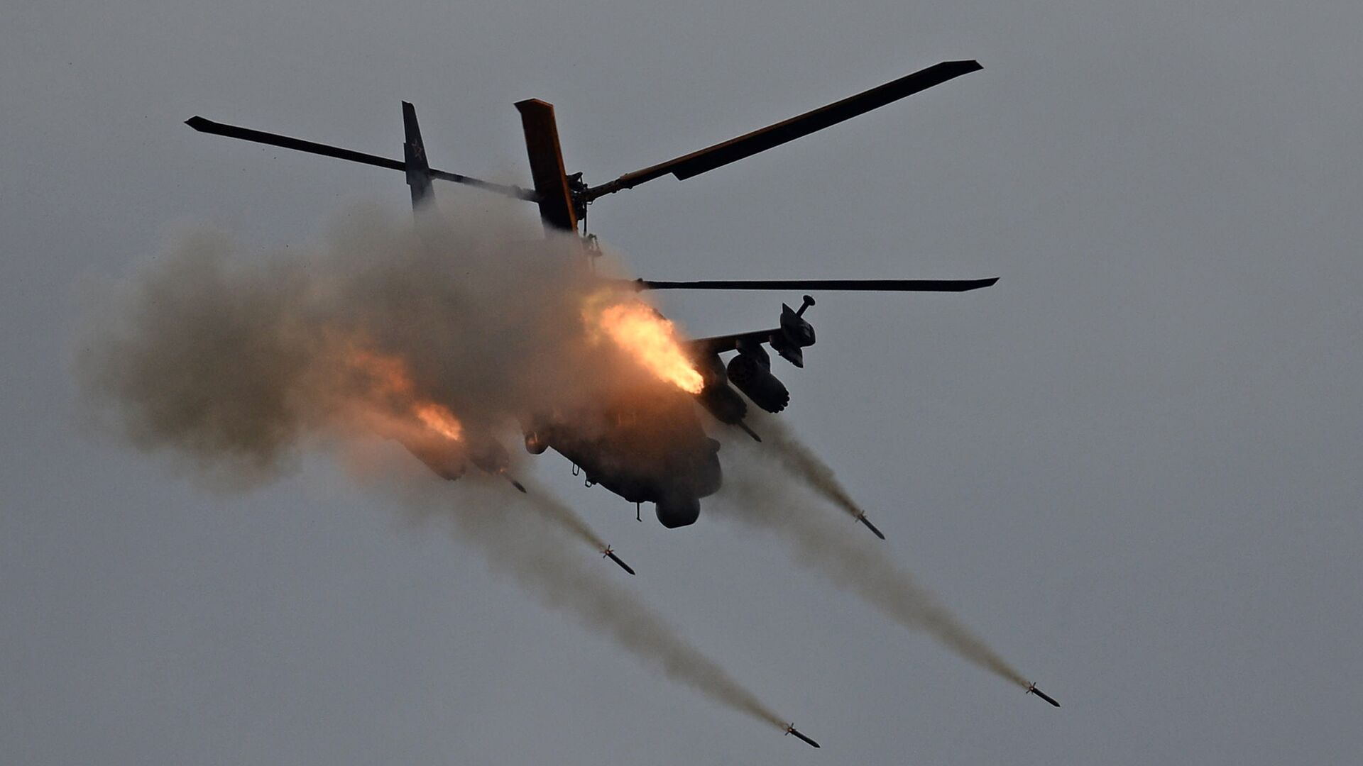 Вертолет Ка-52 Аллигатор во время показательных учений на полигоне Алабино на международном военно-техническом форуме Армия-2016 - РИА Новости, 1920, 12.06.2020