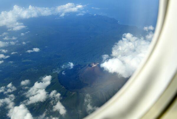 Действующий вулкан Тятя (Чача-Напури, Тятя-яма) на острове Кунашир Большой Курильской гряды