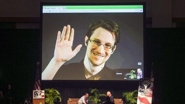 Эдвард Сноуден во время выступления по видеосвязи на конференции Американского союза гражданских свобод (ACLU)