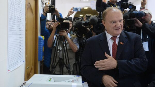 Лидер КПРФ Геннадий Зюганов в единый день голосования на избирательном участке № 142 в Москве