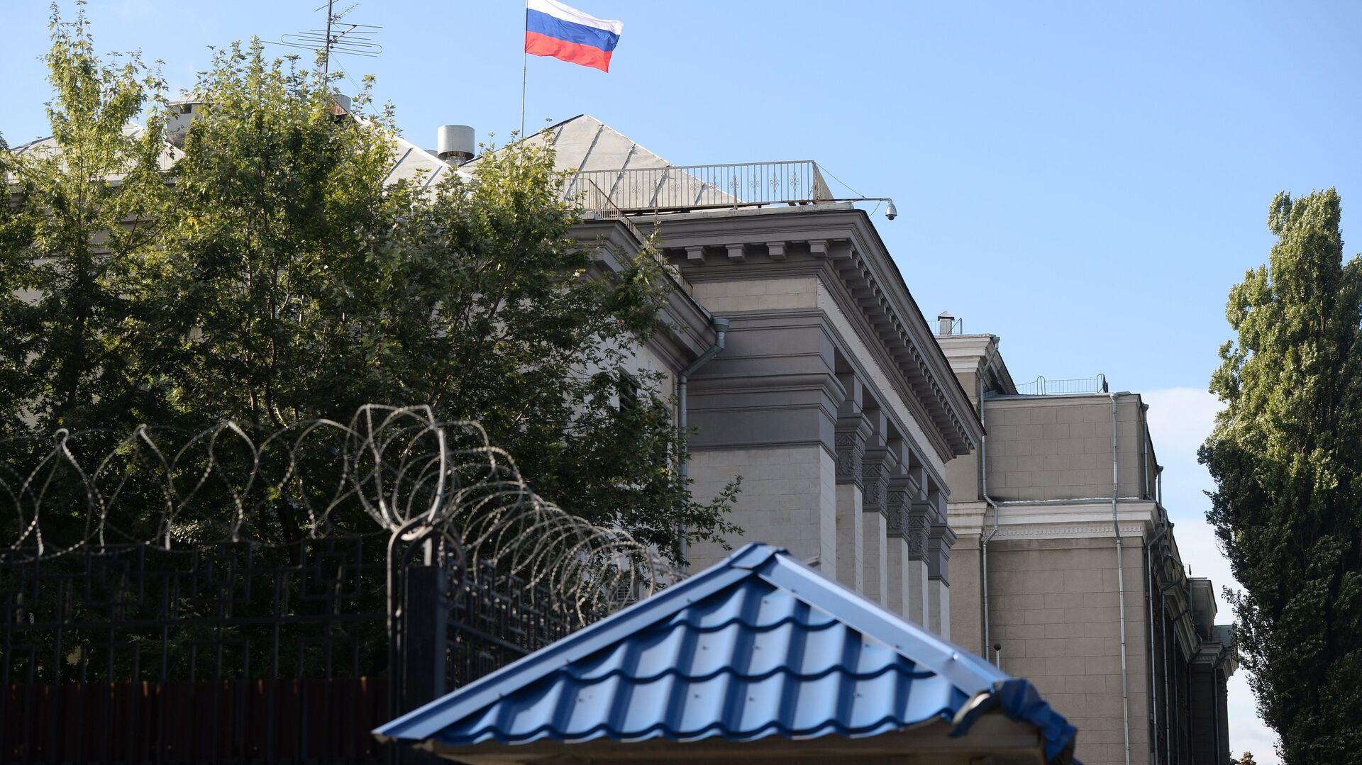 Здание посольства Российской Федерации в Киеве, где проходят выборы в единый день голосования. 18 сентября 2016 - РИА Новости, 1920, 28.10.2020
