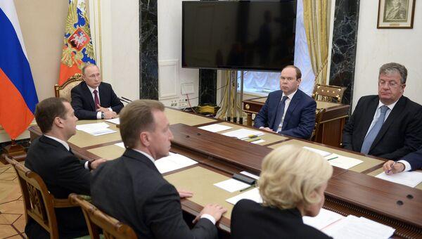 Президент РФ Владимир Путин проводит в Кремле совещание с членами правительства РФ. 19 сентября 2016