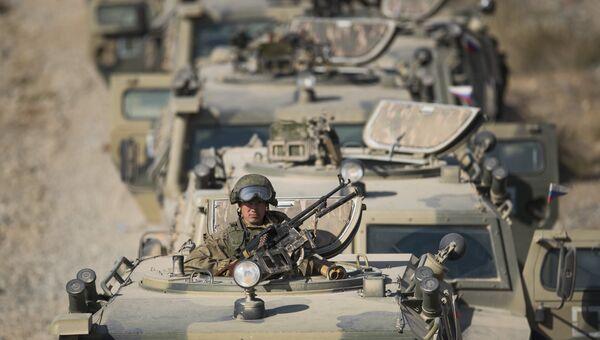 Военнослужащий во время международных антитеррористических учений ШОС Мирная миссия-2016