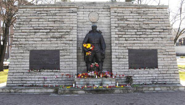 Памятник Воину-освободителю в Таллине. До переноса