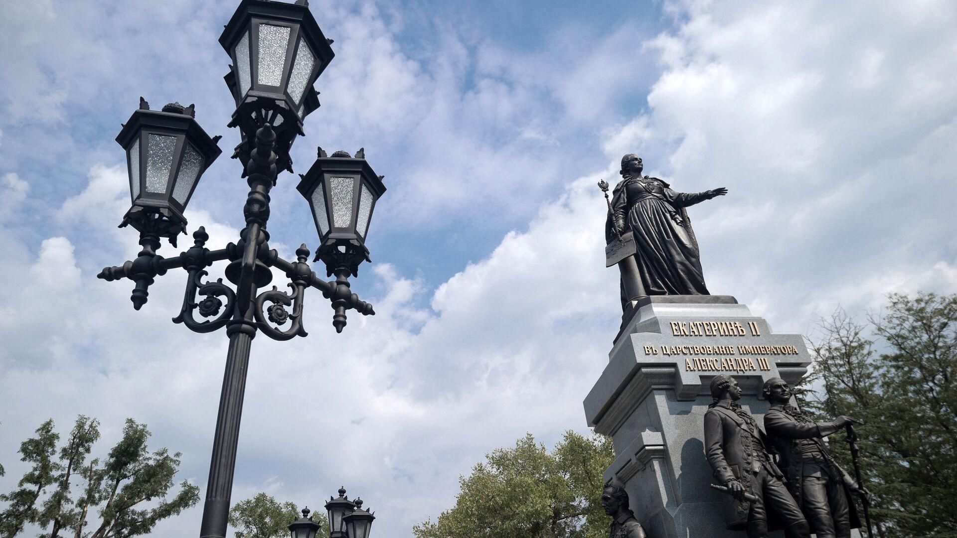 Памятник Екатерине II в Симферополе - РИА Новости, 1920, 08.03.2021