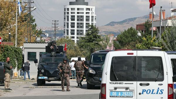Военные и полиция возле посольства Израиля в Анкаре, Турция. 21 сентября 2016