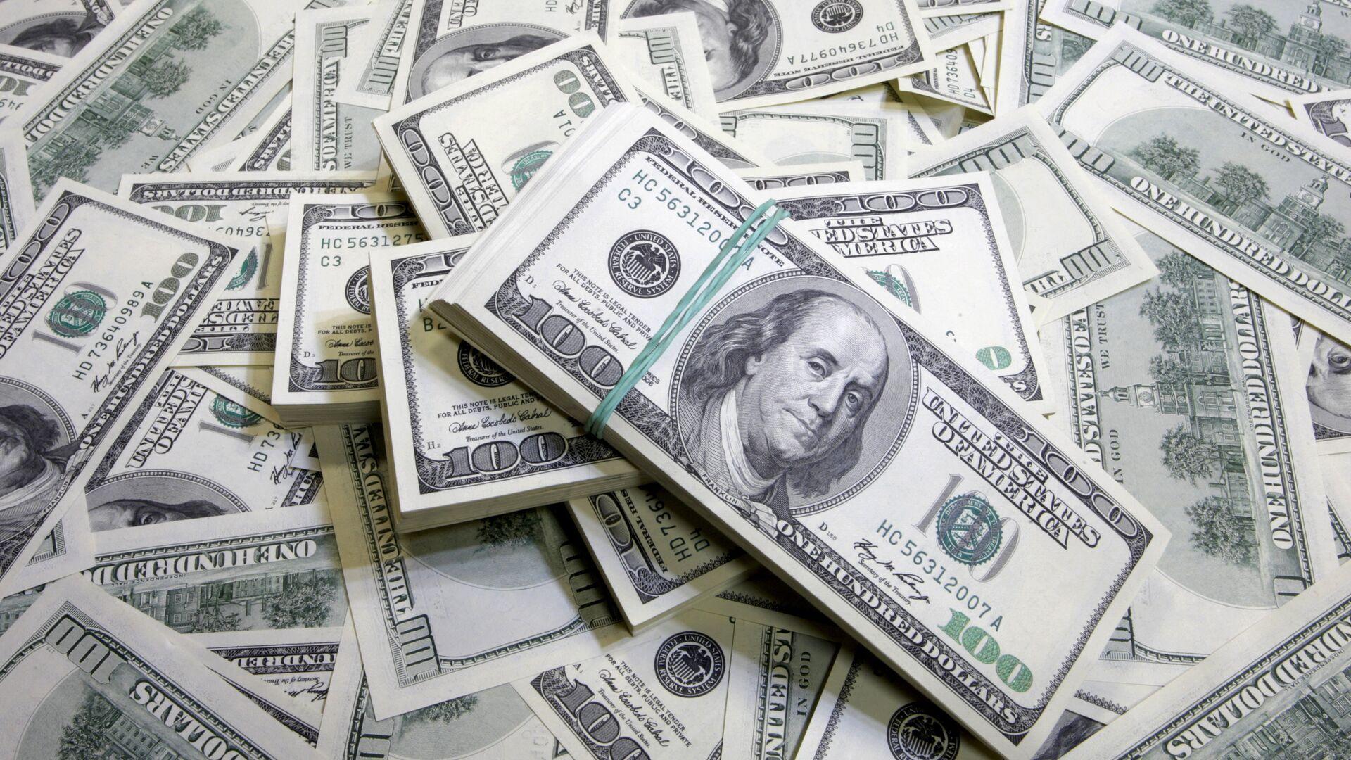 Экономист назвал лучшее время для продажи долларов