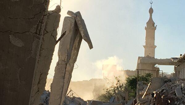 Разрушенные улицы лагеря палестинских беженцев Хандарат на северо-востоке Алеппо. Архивное фото