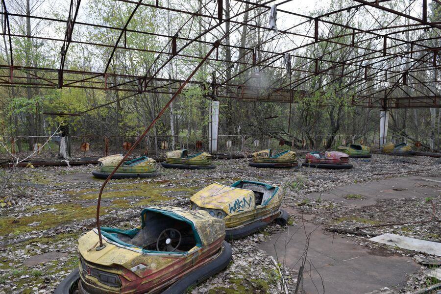 Заброшенный парк аттракционов на территории зоны отчуждения ЧАЭС